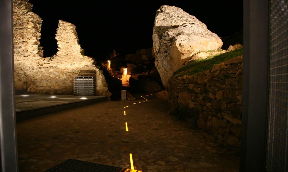 Reabilitação do Castelo e Castelejo de Alegrete - Iluminação (Projetores-Terra e Caminho de Leds)